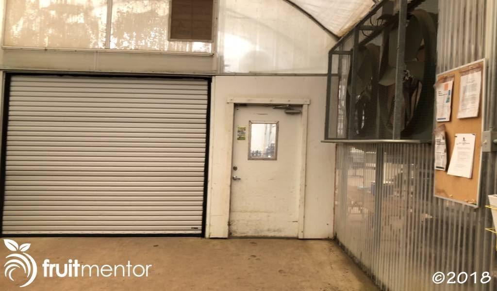 Puerta interior del vestíbulo de entrada y ventiladores que se activan mediante la apertura de la puerta exterior.