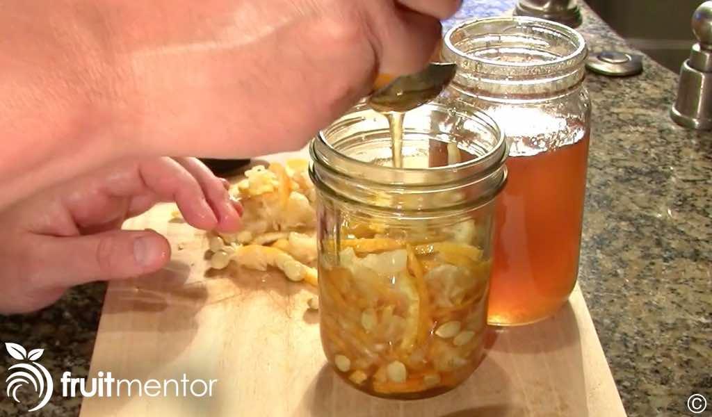 Colocación de capas de yuja y de miel.